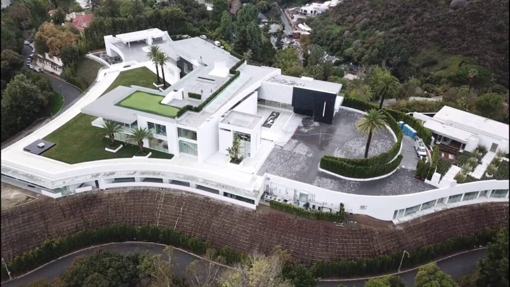The One Mega Mansion
